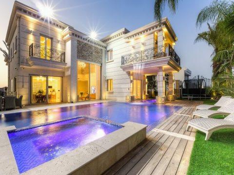 בית עם תקרות גבוהות