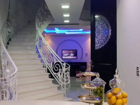 אזור המדרגות בבית הלבן על הגולף בקיסריה