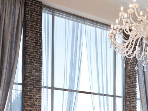 שילוב חלון ענק בסלון בתכנון בית
