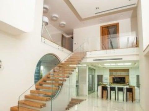 עיצוב מדרגות יוקרה מרחפות מעץ