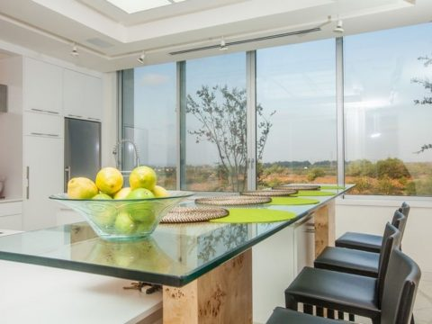 תכנון וילות יוקרה בשילוב עץ וזכוכית