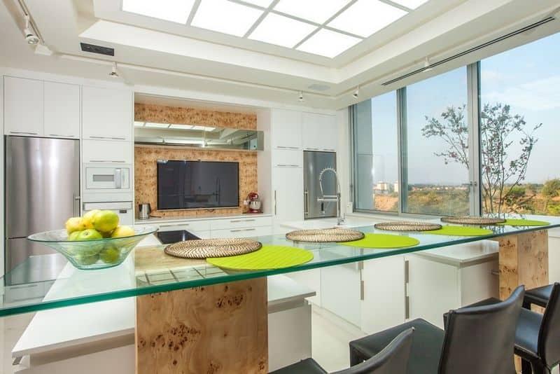 פינת אוכל יוקרתית המשולבת בתכנון אדריכלי לעיצוב יוקרתי