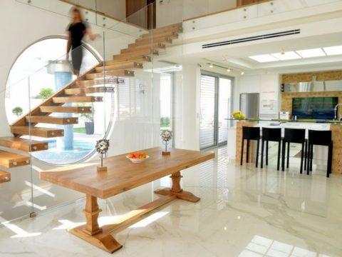תכנון בית פרטי עם התאמת עיצוב המדרגות