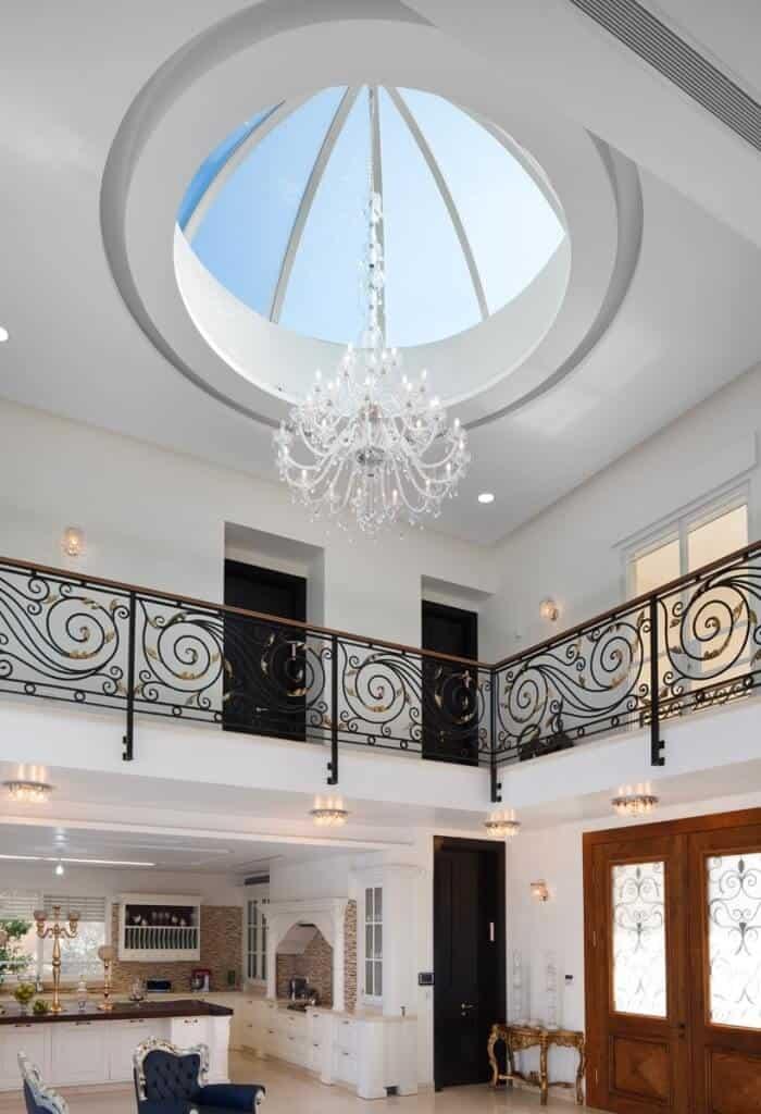 תכנון אדריכלי המשלב פתח בתקרה