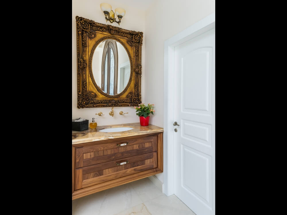 ארון אמבטיה יוקרתי בשילוב מראה תואמת כפרית