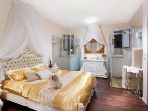 חדר שינה עם תכנון אדריכלי מוקפד