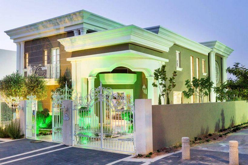 פרויקט אדריכלי מושלם של בית בגווני חום לבן